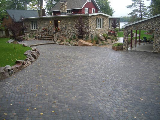 Northern_Lakes_Landscaping_interlocking_2
